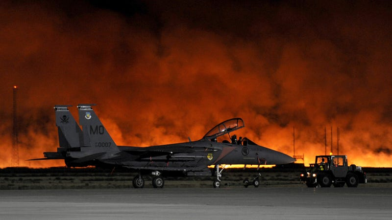 F-15 Escapes as Wildfire Dangerously Approaches US Air Force Base