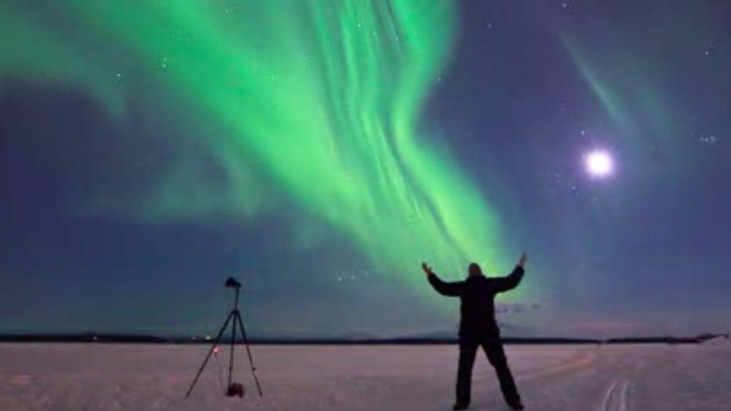 Cuatro horas de aurora boreal en dos fascinantes minutos