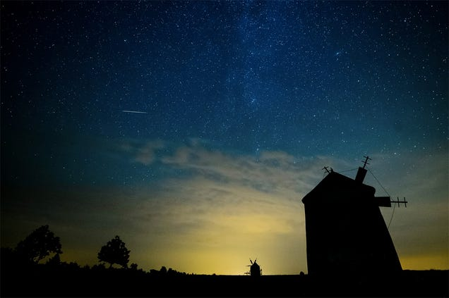 17 Spectacular Photos of This Year's Ongoing Perseid Meteor Shower