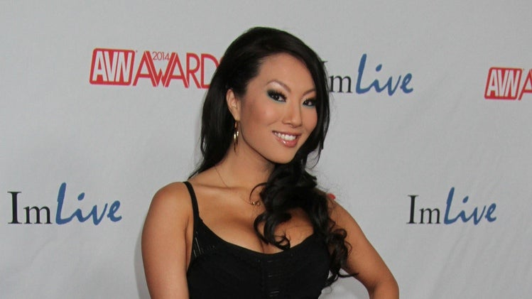 Porn Star Asa Akira Is Here and Taking Your Questions