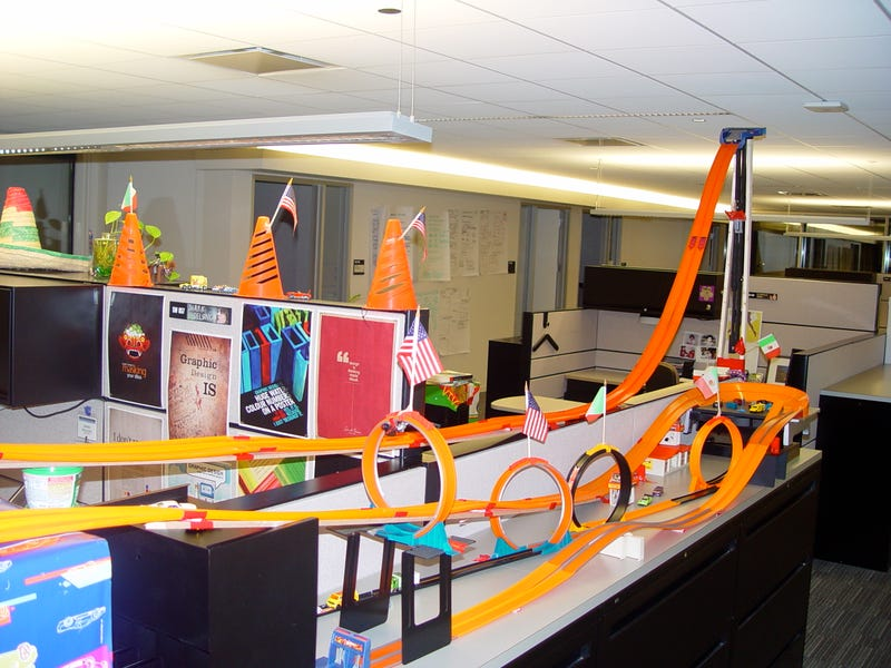 Coolest cubicle contest part three for Bay decoration in office