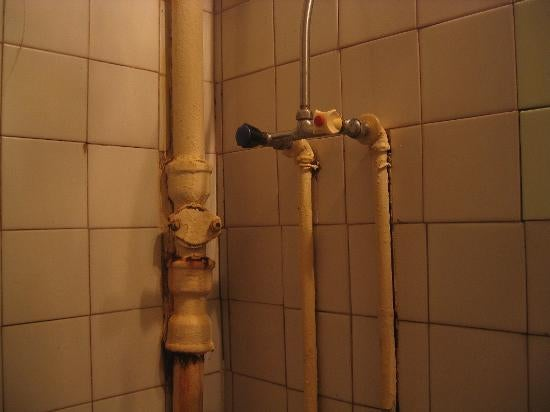 Old Lady Trapped in Bathroom for 3 Weeks Irritated Neighbors by Banging on Pipes