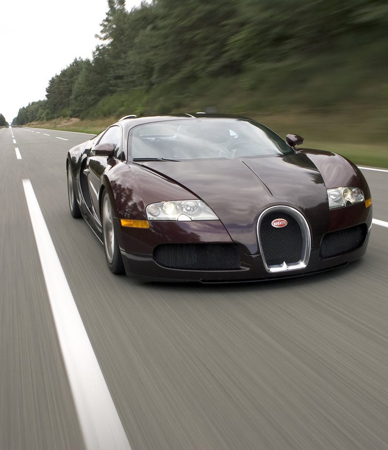 'Why The Bugatti Chiron Can't Match The Still-Great Veyron' from the web at 'http://i.kinja-img.com/gawker-media/image/upload/s--MhnwW9e7--/c_scale,fl_progressive,q_80,w_800/u98cne4l0avkjdkaoscb.jpg'