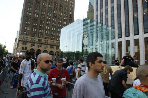 The Night Before the 3G iPhone Launch at the 5th Ave Apple Store