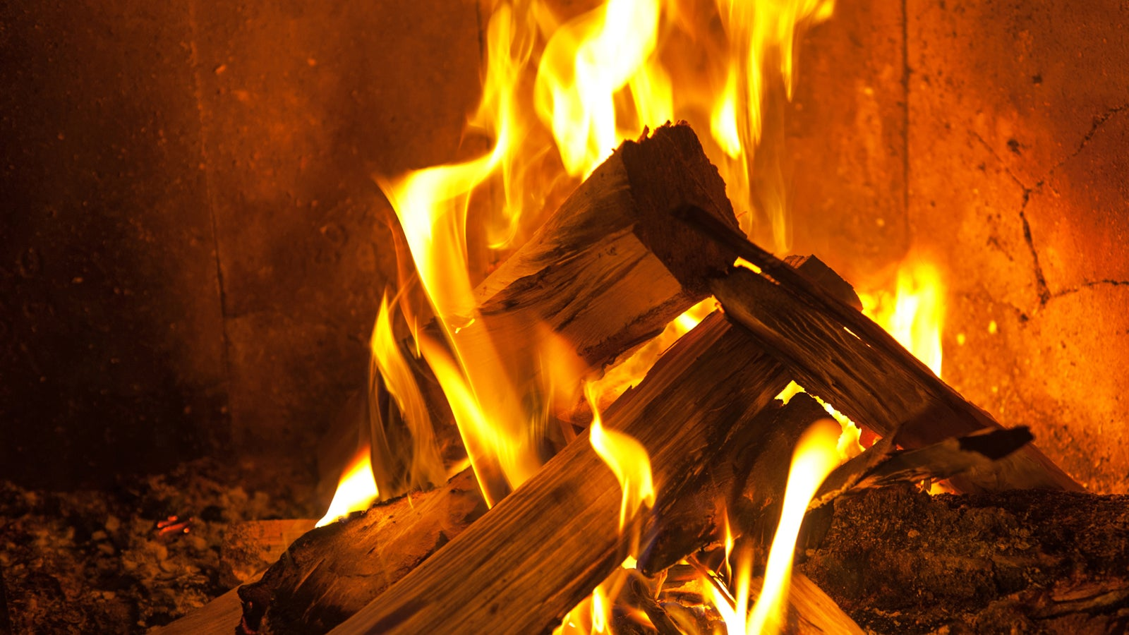 Log Fire Wood ~ Build a perfect fire on christmas eve without burning down