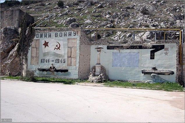 El distópico mundo de las bases de submarinos abandonadas 805315681619554221