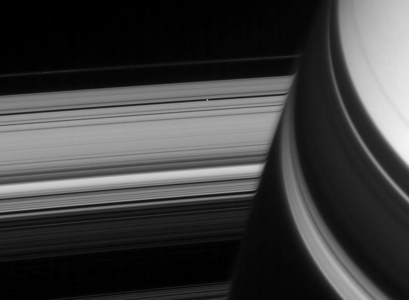 Cassini Keeps Sending Beautiful Images of Saturn