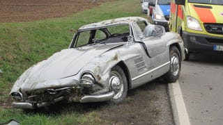 Mechanic wrecks Gullwing