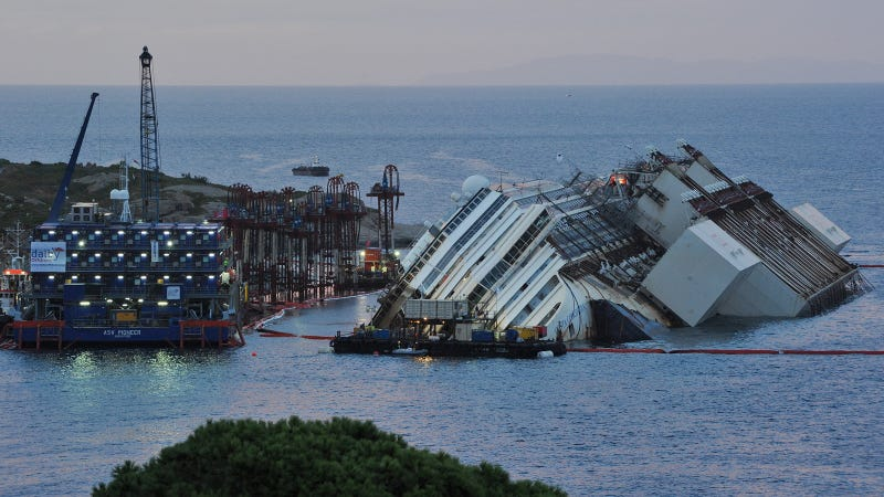 The Costa Concordia's 19-Hour Salvage in Timelapse, Photos, and GIFs