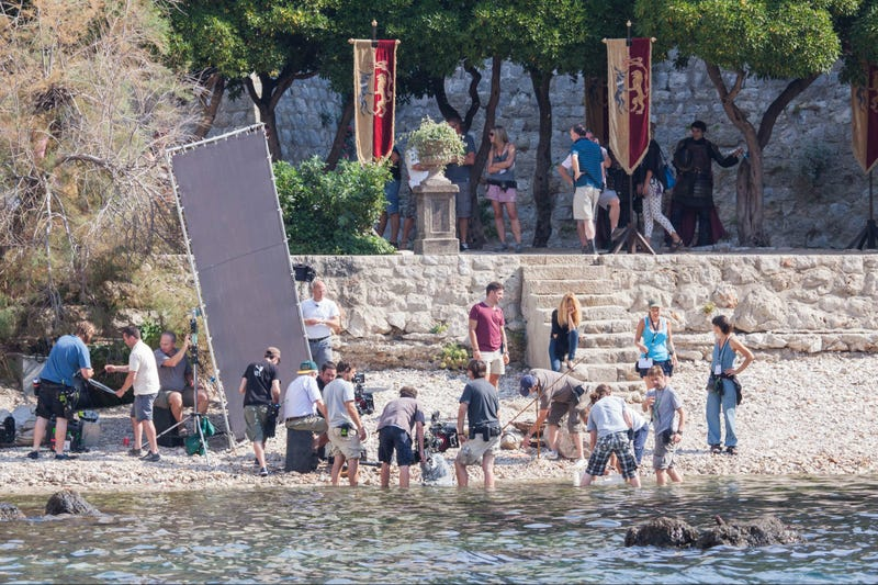 Do these Game of Thrones set pics show a scene that's not in the books?