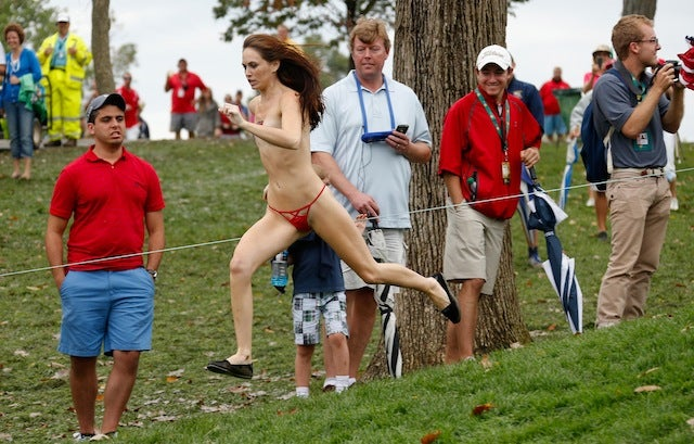 Here's Fred Couples Watching A Woman Streak At The Presidents Cup