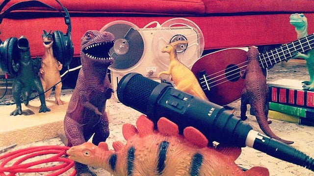 Fantastic parents convince their kids that toy dinosaurs are real