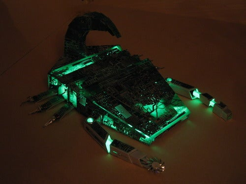 """Sting"" Scorpion Casemod is Glowing With Digital Venom"