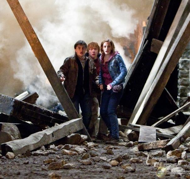 More Harry Potter set photos and It All Ends posters