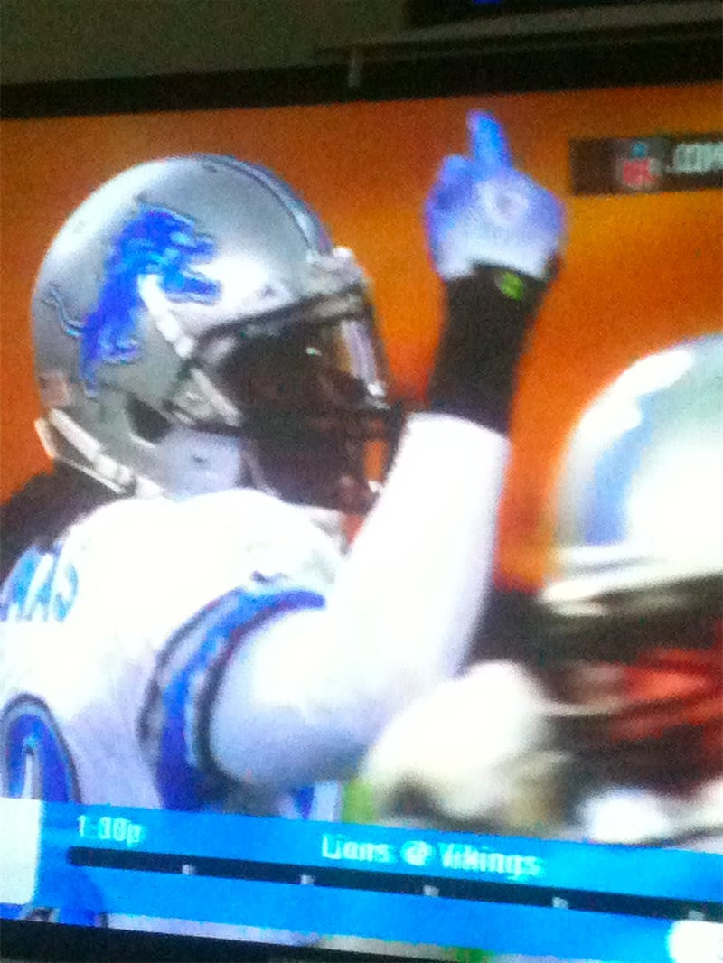 Lions Player Holds Up One More Finger Than His Team Has Wins