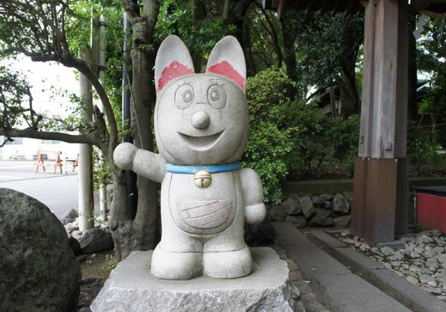 Japan's Cute and Nerdy Stone Statues Will Delight You