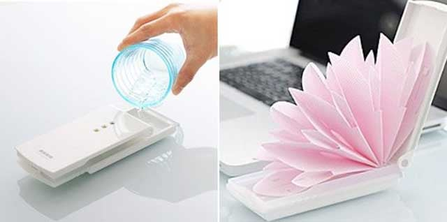 This Elegant Passive Humidifier Blooms Like a Flower