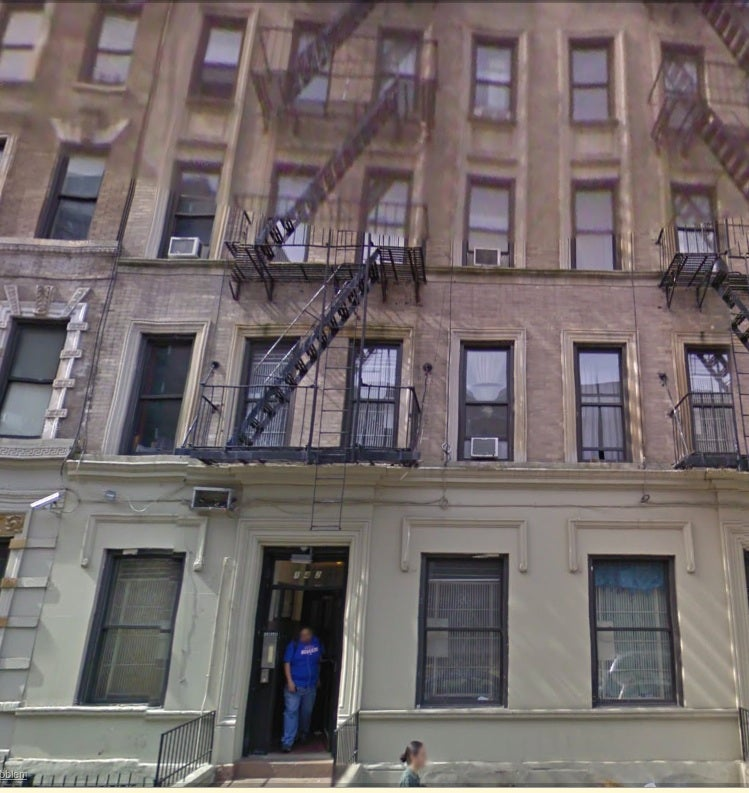 You Can Live in Barack Obama's Old New York Apartment for $1900/Month