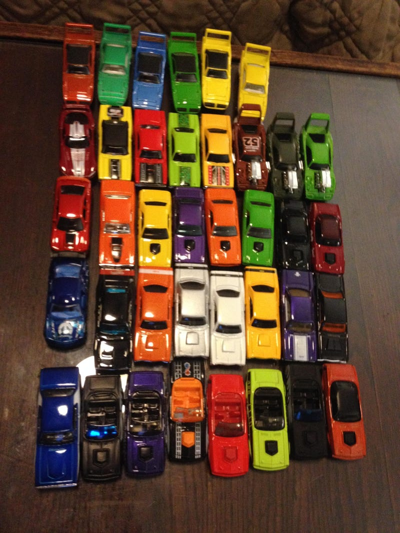 Hot Wheels Holiday Haul plus 10 cars up for trade