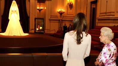 Queen Elizabeth Gets A Little Mommie Dearest At Royal Wedding Exhibit