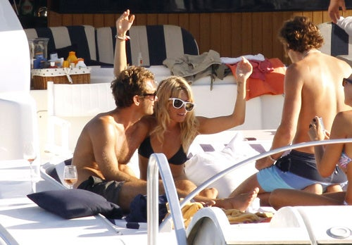 """Sienna Miller: """"Take A Picture, Trick! I'm On A Boat, Bitch!"""""""