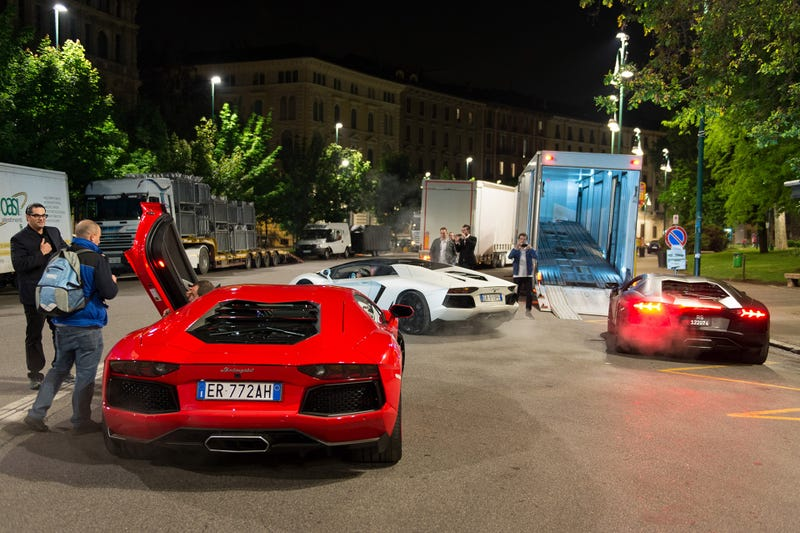 Why A Fleet Of 350 Lamborghinis Is Currently Driving Across Italy