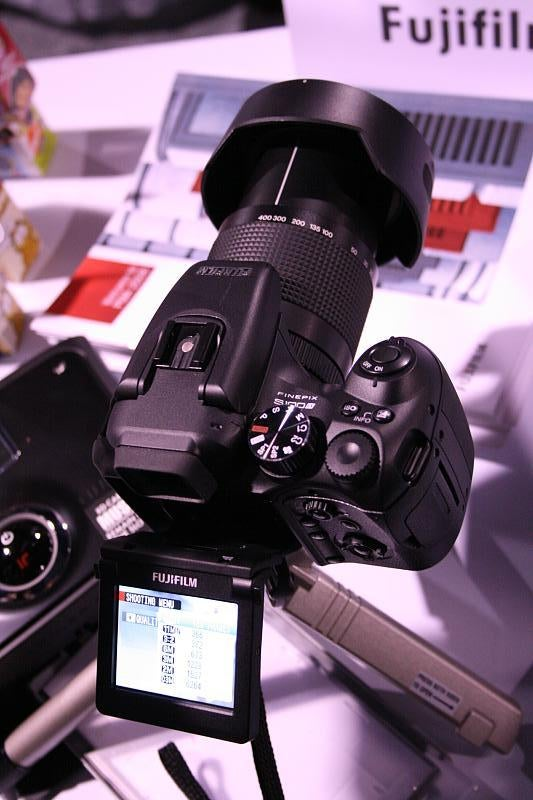 Hands On Fujifilm S100FS Faux DSLR: Why?