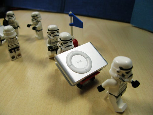 iTunes 8.1 Kindly Suggests You Get New iPod Shuffle By Scrambling Old Shuffle's Brains