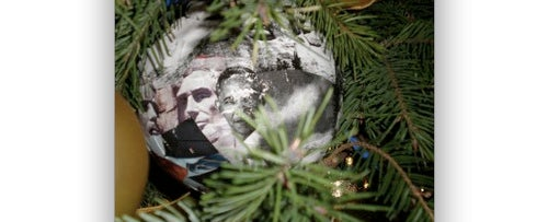 Obama's Christmas Tree a Gay Communist Hotbed