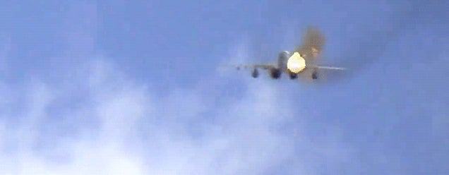 Incredible video of a Syrian airplane shooting straight at a cameraman