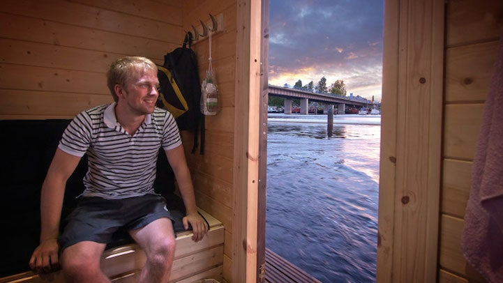 A day on the lake–in a floating sauna