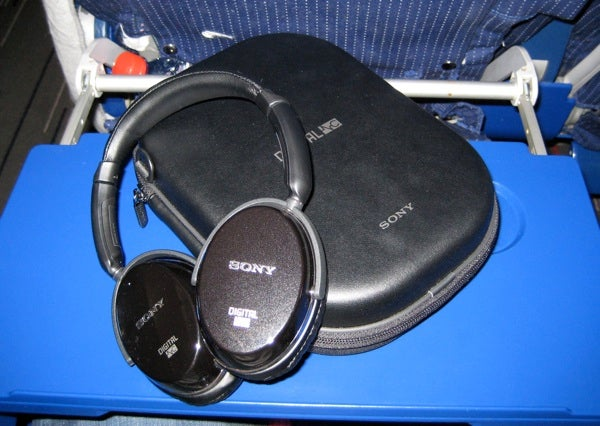 Lightning Review: Sony MDR-NC500D Digital Noise Canceling Headphones