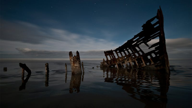 30 Beautifully Haunting Shipwrecks From Around the World