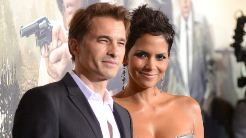 Halle Berry Is Pregnant Again, This Time With America's Hottest Male Fetus