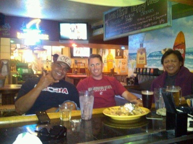 The Night Junior Seau Picked Up A Marine Captain's Tab And Serenaded Bar Patrons With A Ukulele