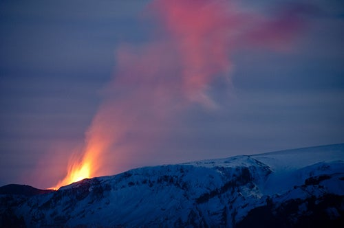 Iceland's Volcanic Ash Causes Hundreds of European Flight Cancellations