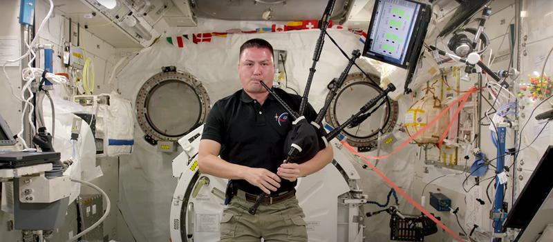Concierto de gaita desde la Estación Espacial Internacional. Tu argumento es irrelevante
