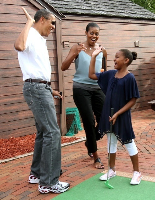 Watch Sasha Obama School Her Parents On Mini-Golf
