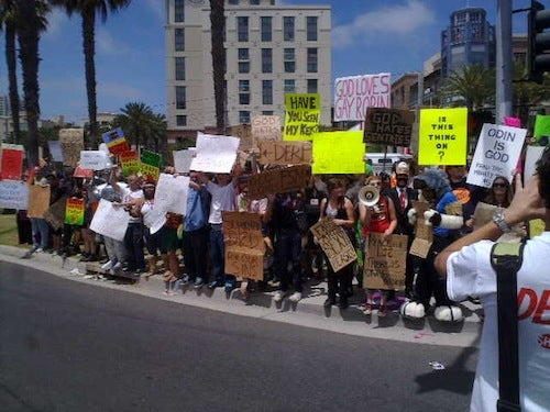 Crazy Homophobes Protest Comic Con, Comic Con Protests Back