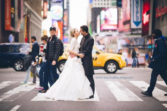 Zach Braff Photobombs Random Couple's Wedding Photo