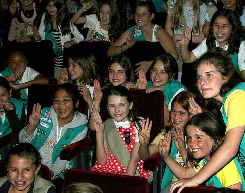 Abigail Breslin Is In This Picture, Scout's Honor!