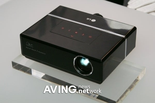 LG Chocolate HS101 Mini Projector Finally On Its Way