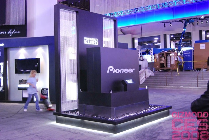 Pioneer 9mm-Thin Concept Plasma Ogled From All Angles