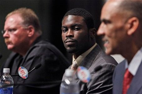 Narcing On Michael Vick And His Fruity Alcoholic Beverage
