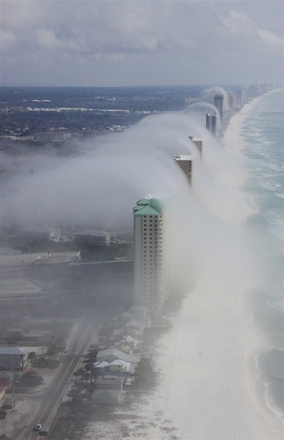 A Ghastly Cloud Tsunami Creeps Up on the Beach