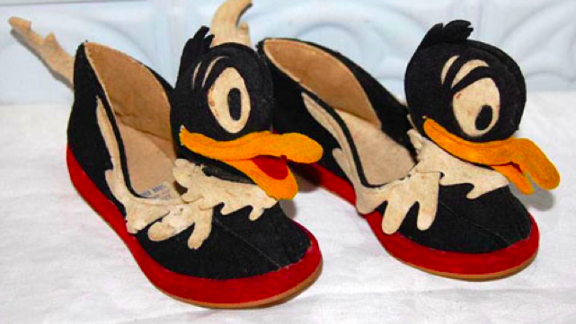 I want this horrifying pair of 1940s Daffy Duck shoes