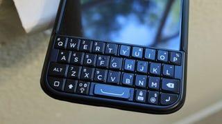BlackBerry Settles Lawsuit Over Ryan Seacrest's Garbage Typo Keyboard