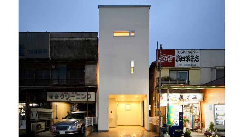 Cramped or not i want to live in these tiny japanese houses for Urban minimalist house