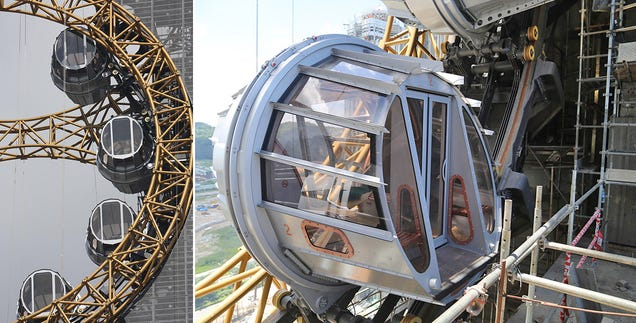 The World's First Figure-8 Ferris Wheel Hangs 430 Feet In the Air
