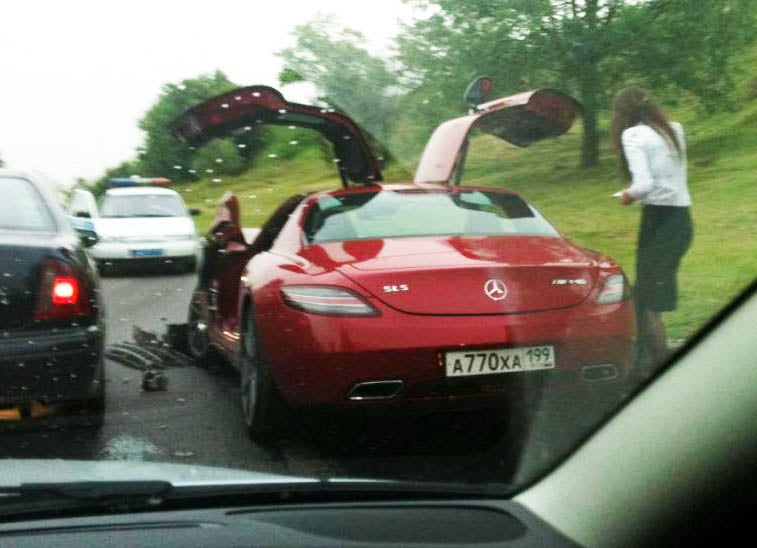 First Mercedes-Benz SLS AMG Crash In Russia